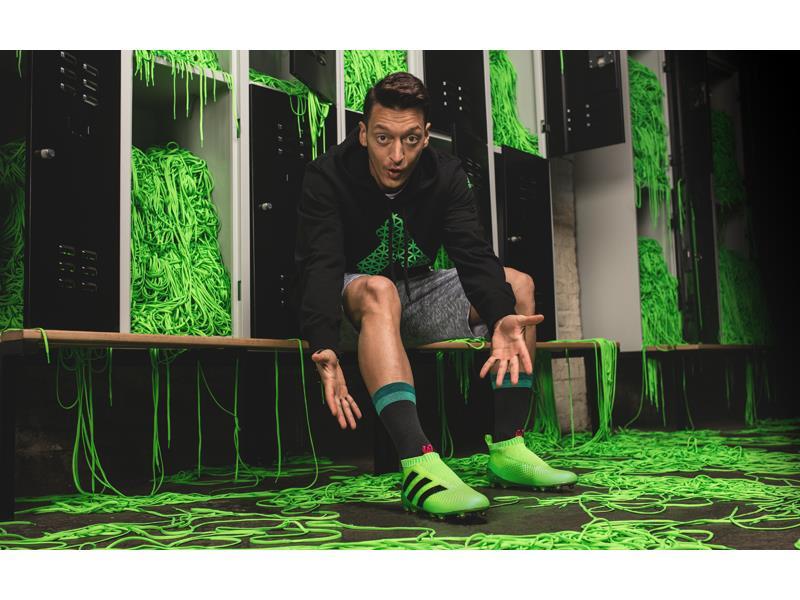 Kolejna rewolucja adidas - technologia laceless. Korki bez sznurówek wchodzą do gry