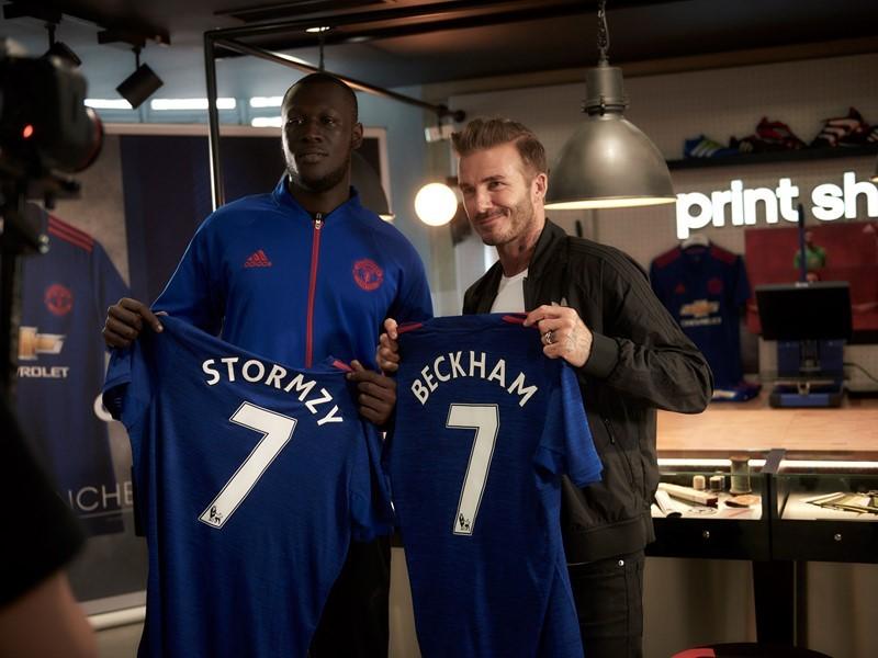 David Beckham se reúne con el fanático famoso Stormzy en la renovada tienda adidas de Oxford Street