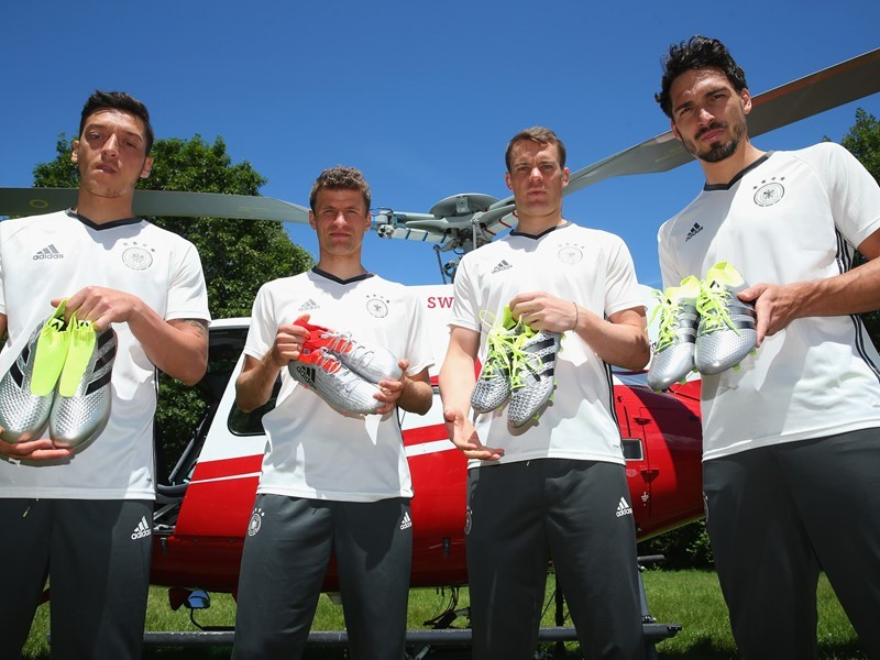Vedetele echipei naționale germane au primit ghetele pe care le vor purta la Euro într-un mod inedit