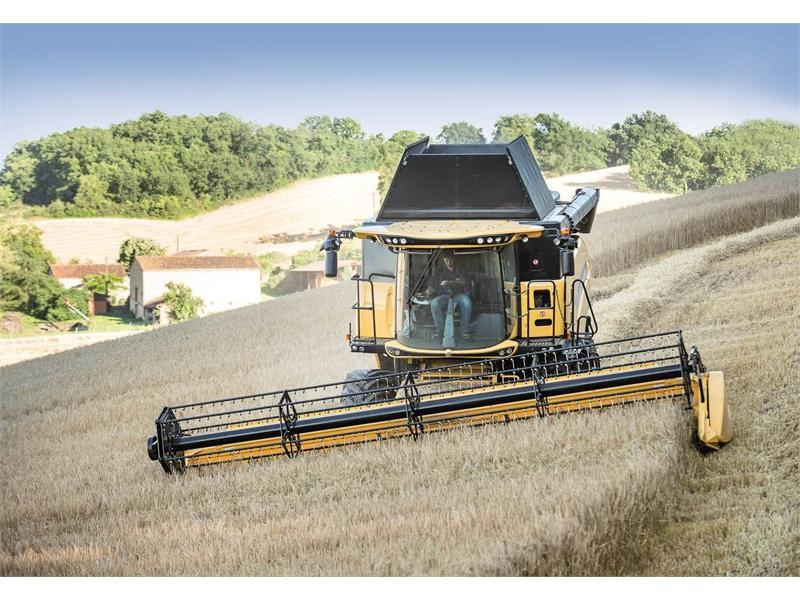 """New Holland CR and CX combines with Everest System win """"Machine of the Year"""" award at SIMA 2017"""