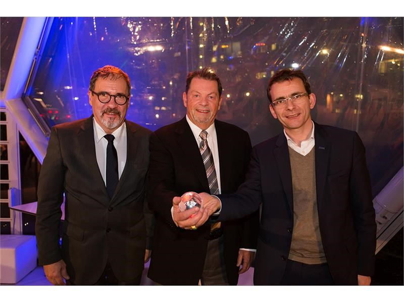 "IVECO wins ""NGV Global Industry Champion"" Award for its dedication to developing vehicles powered by natural gas"