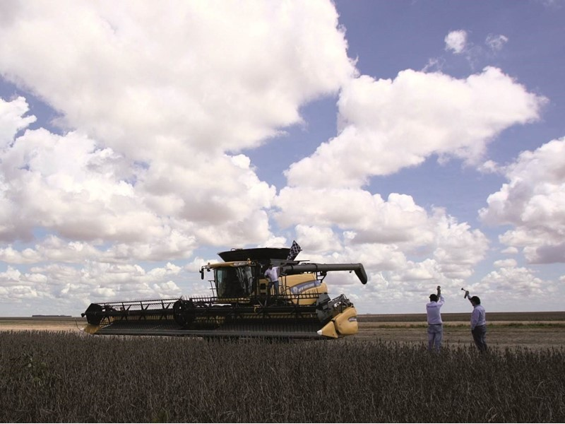 New Holland Agriculture sets World Record for most soybean harvested within eight hours with CR8.90 combine