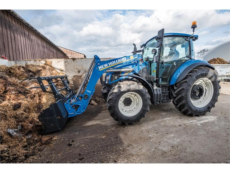 Scottish farmers get first look at New Holland's T5 Utility tractor at Royal Highland