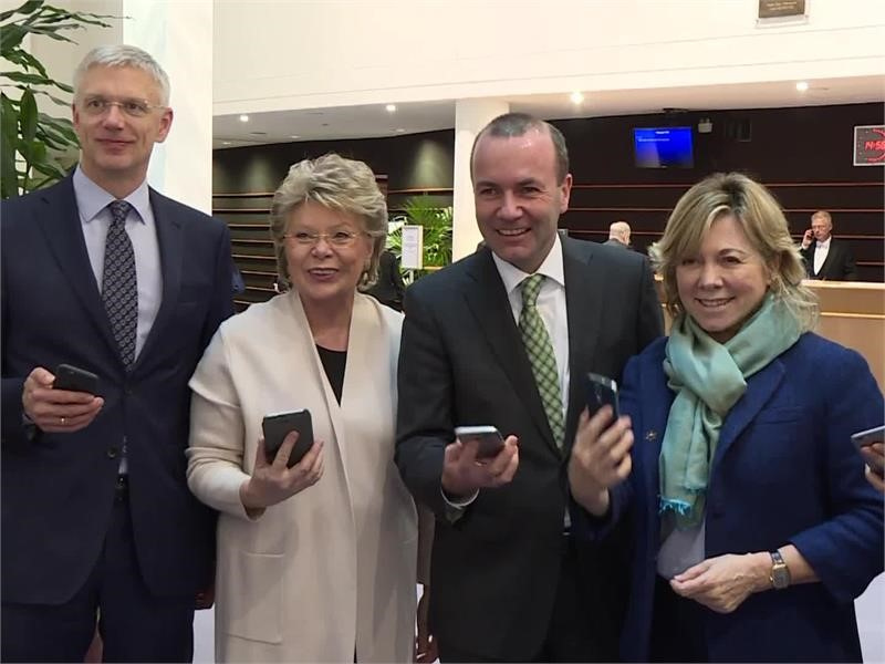 EU roaming breakthrough to slash wholesale rates