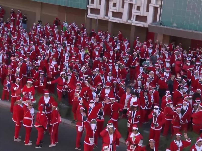 Thousands of Santas Spotted in Downtown Las Vegas