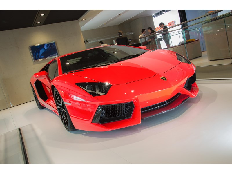 News for the Lamborghini Aventador LP 700-4: More efficiency with cylinder deactivation and innovative stop-start system.