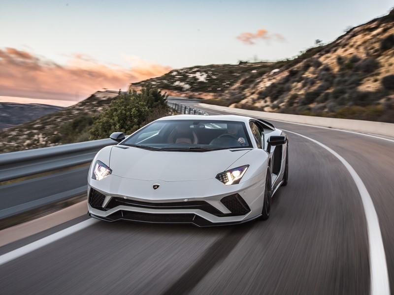 Der Lamborghini Aventador S:  Ein neuer Maßstab für Supersportwagen