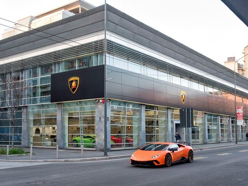 Automobili Lamborghini inaugura a Milano una nuova concessionaria