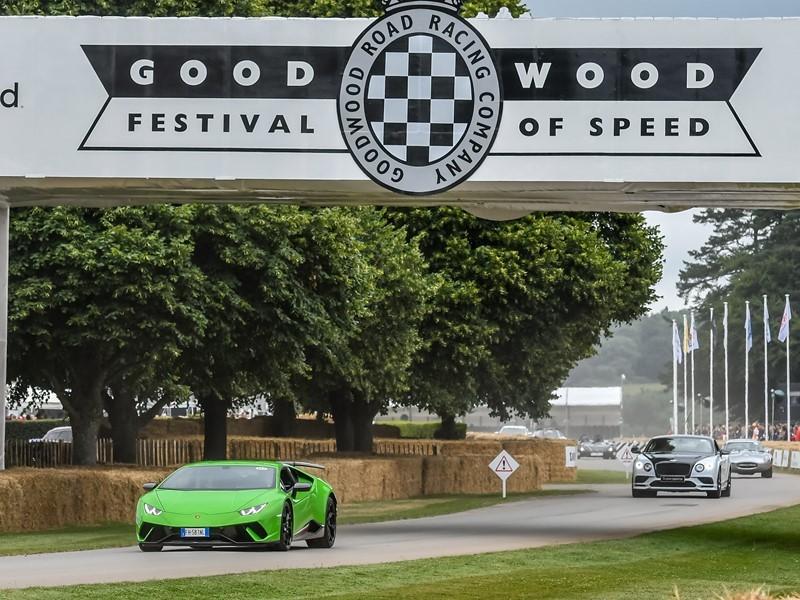La Lamborghini Centenario fa il suo debutto dinamico al  Goodwood Festival of Speed 2017. Sullo stand Lamborghini un'Aventador S in una configurazi...