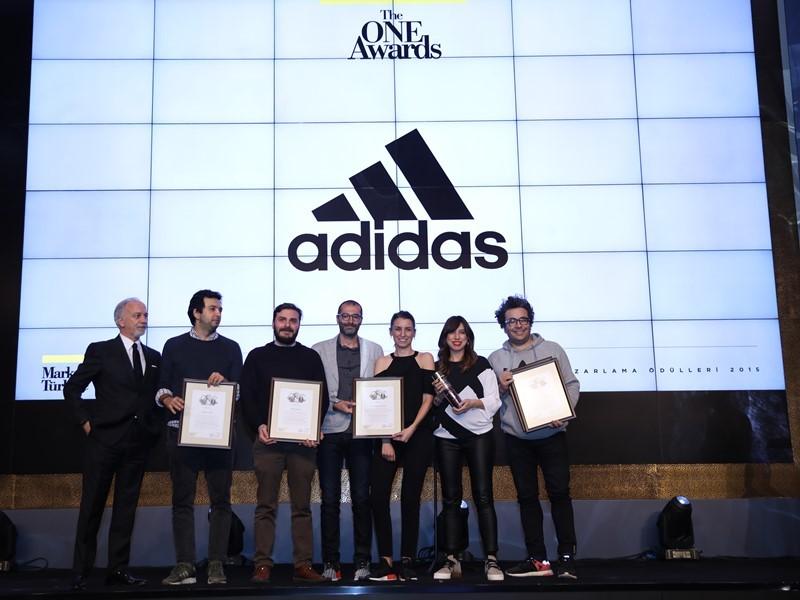 adidas Yılın En İtibarlı Spor Markası Seçildi