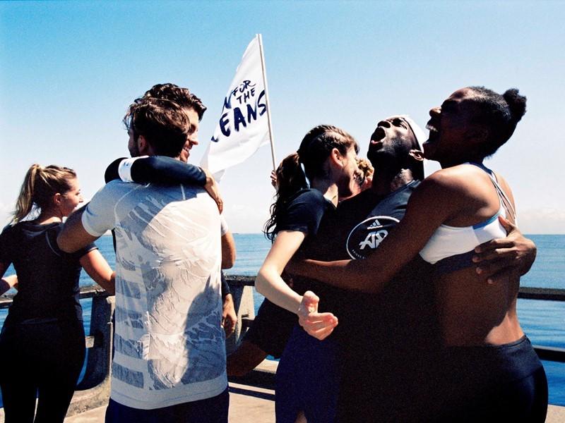 'RUN FOR THE OCEANS' REGRESA – ADIDAS X PARLEY APROVECHAN EL PODER DEL DEPORTE PARA CREAR CONCIENCIA SOBRE LA AMENAZA DE LA CONTAMINACIÓN MARINA PO...