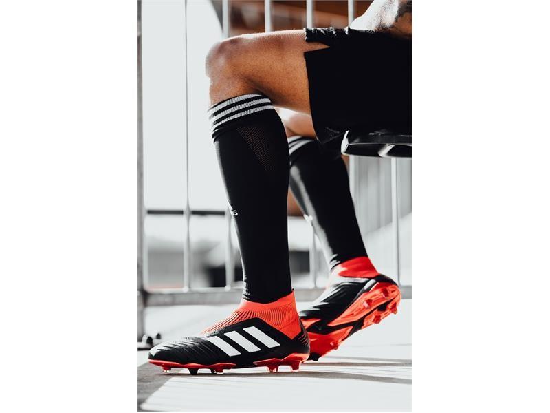 adidas Football представя новия модел Predator 18+ от гамата Team Mode