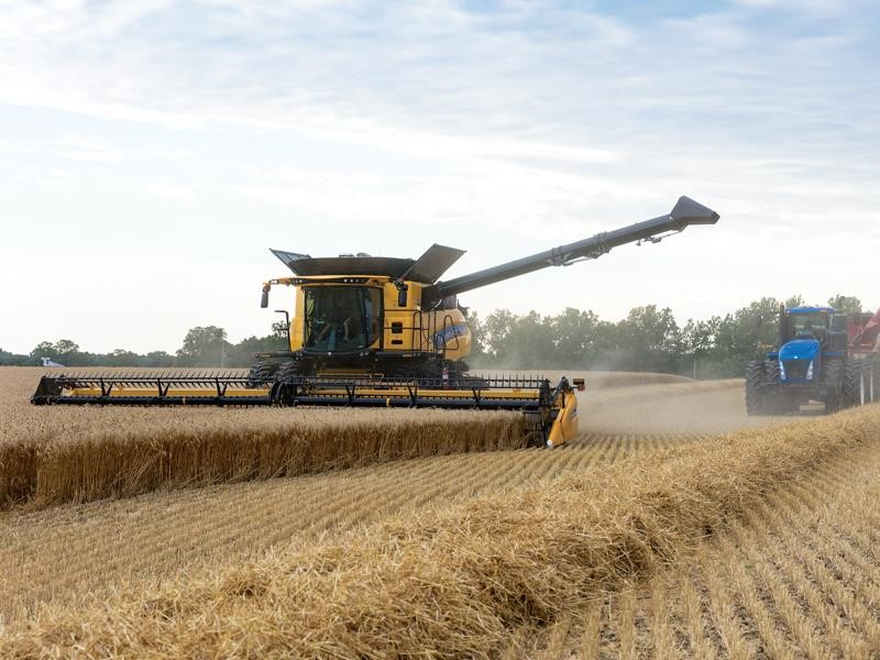New Holland CR Revelation Combines Raise the Harvesting Stakes Again