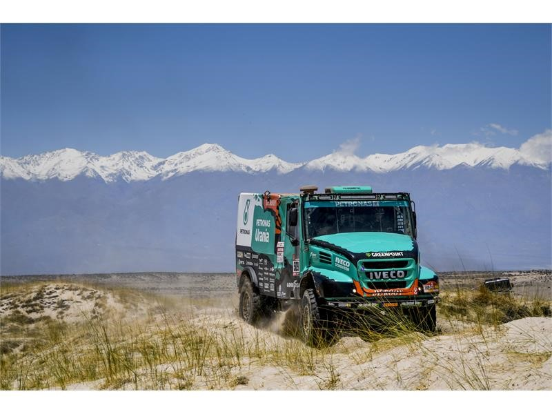Dakar 2018: the fight for the lead is alive for IVECO, in first and second position in stage 10