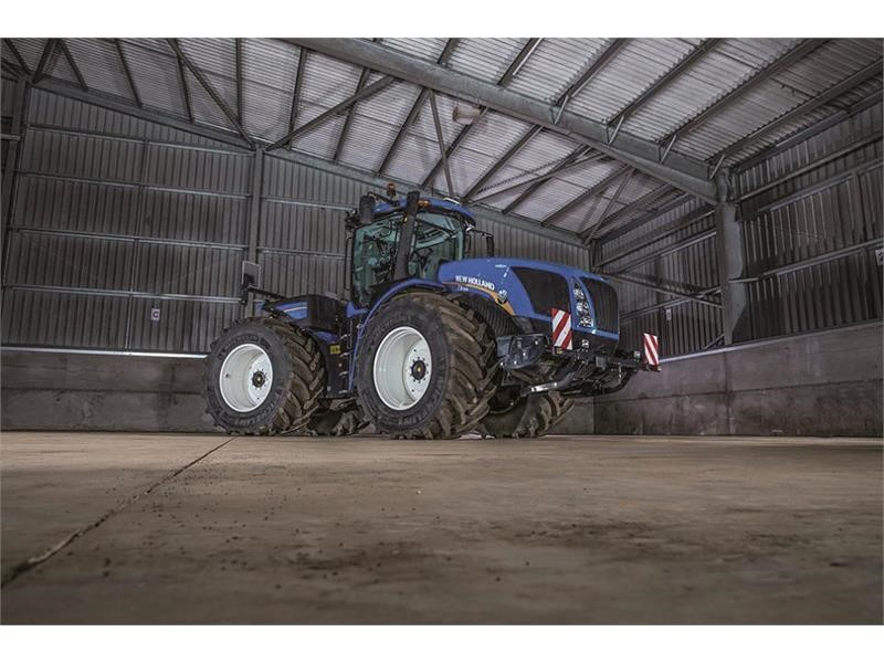 New Holland reveals T9 Auto CommandTM tractor at a high horsepower event