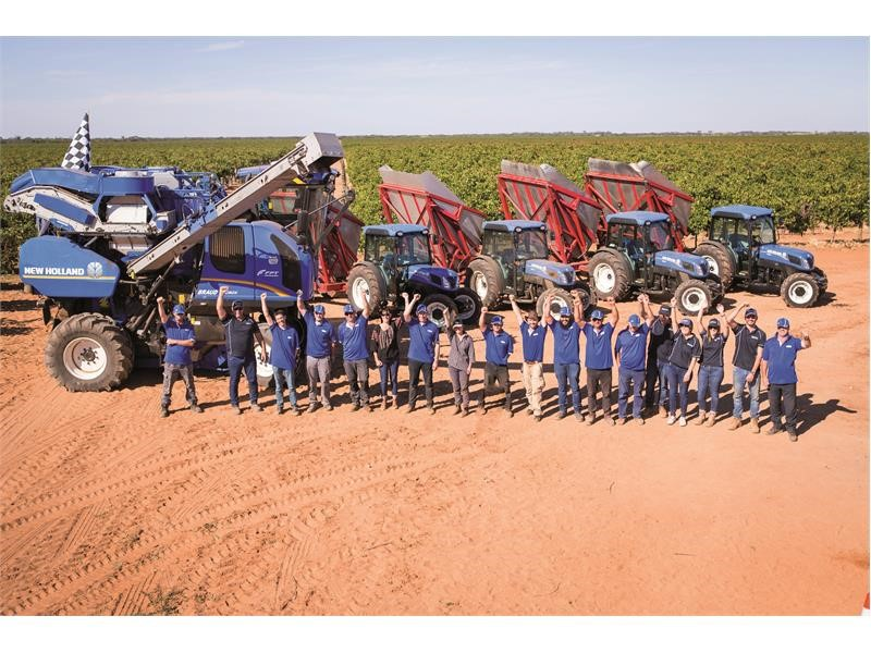 New Holland sets new benchmark in Grape Harvesting performance: 197.6 tonnes of grapes harvested in just 8 hours, corresponding to nearly 200,000 b...