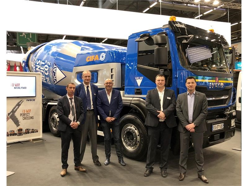 At Intermat Paris, Transport Jacky Perrenot signs supply agreement for 6 Stralis X-WAY NP: one 460 hp tractor unit and five 400 hp 8x2x6 rigid truc...