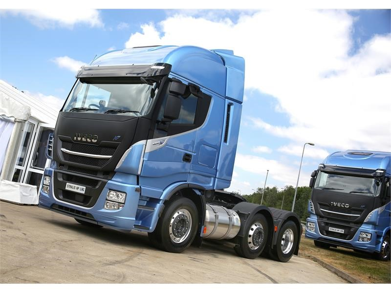 IVECO launches first pure gas powered 6x2 tractor unit for 44-tonne operation