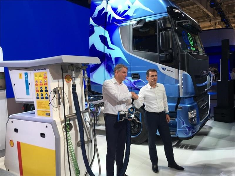 Shell and IVECO consolidate collaboration to support the use of LNG in transport with the development of the distribution network