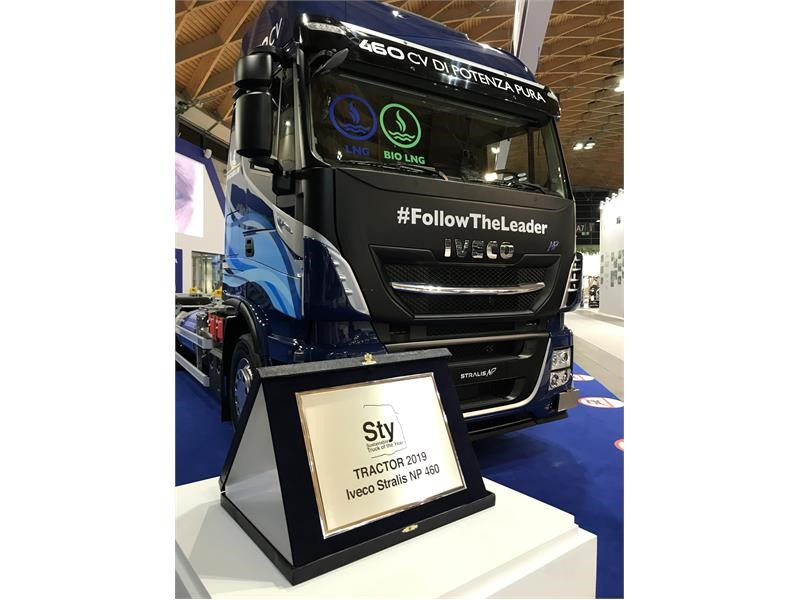 "The STRALIS NP 460 wins the ""Sustainable Truck of the Year 2019"" title"