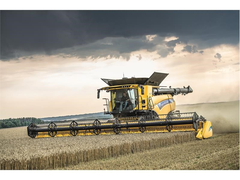 New Holland wins SIMA 2019 Innovation Award for the Dynamic Feed Roll Reverser on the CR combine