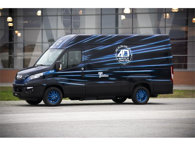 "IVECO '#presente' for Fondazione Telethon. Auctioning the Daily Blue Power Hi-Matic Natural Power in the special ""40 years"" livery, in celebration ..."