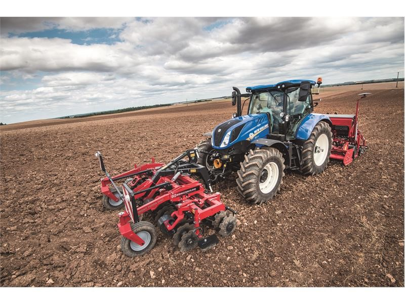 New Holland Agriculture extends acclaimed T6 tractor range with the new 6-cylinder T6.180 Auto Command™, T6.180 Dynamic Command™ and T6.160 Electro...
