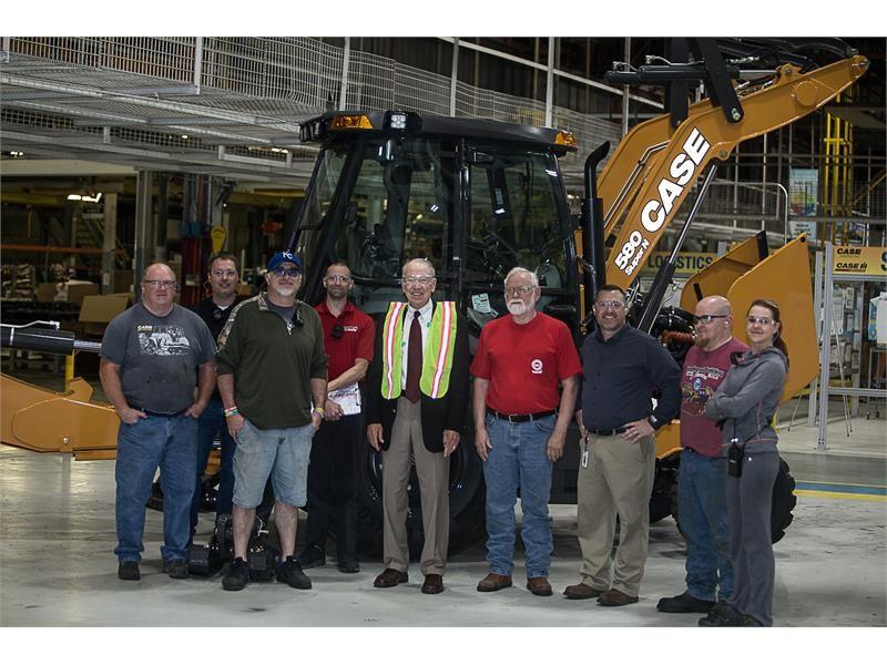 CNH Industrial hosts U.S. Senator Chuck Grassley at the CASE Construction Equipment Burlington Plant