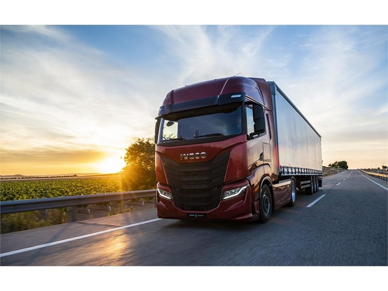 IVECO S-WAY: a new cab designed around the driver to provide superior driving comfort and quality of life on board