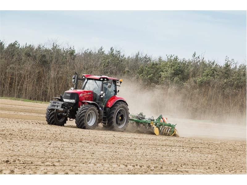 New Stage V Puma 185-240hp tractors benefit from Hi-eSCR2 technology, extended service intervals and operation upgrades