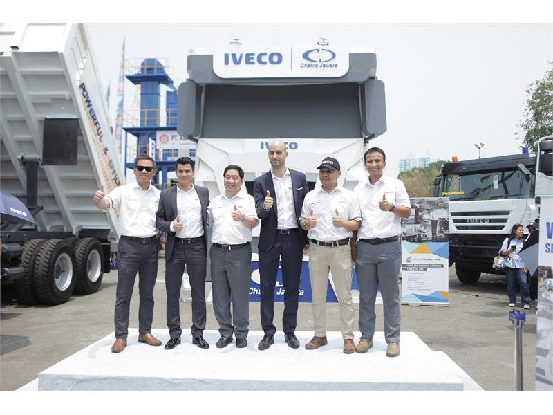 IVECO showcases its latest heavy-duty trucks at the Mining Indonesia show 2019