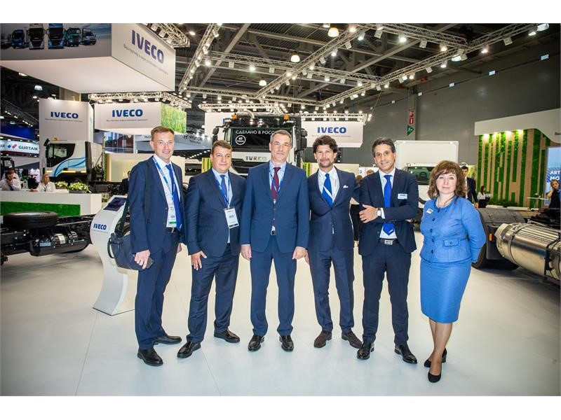 IVECO and RT-Logistika discuss cooperation at Comtrans 2019