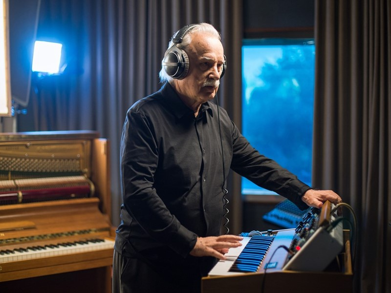 FPT INDUSTRIAL GOES TO CES 2020 WITH GIORGIO MORODER. THE BRAND AND THE RENOWNED MUSIC ARTIST INVITE THE PUBLIC BEHIND THE SCENES AND IN STUDIO TO ...