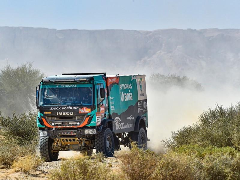 Четыре грузовика из команды PETRONAS Team De Rooy IVECO вошли в топ-20 по итогам 9-го дня ралли «Дакар»