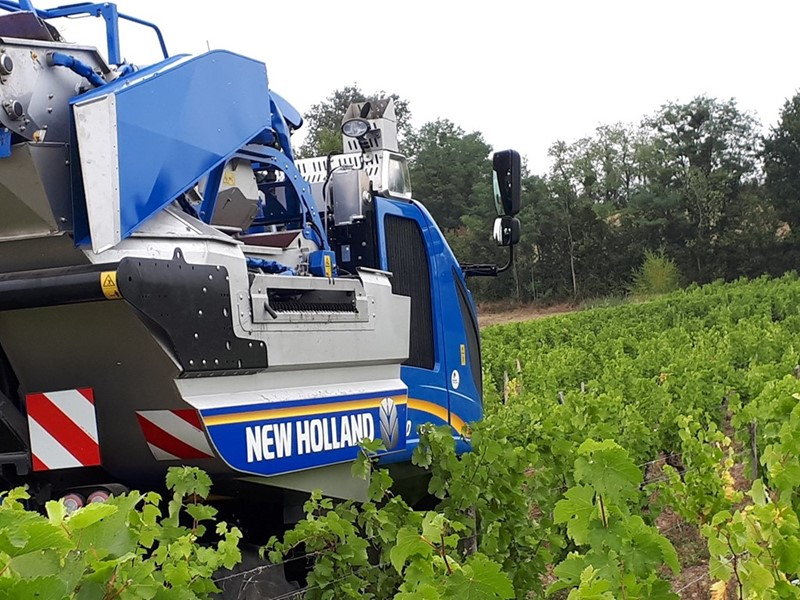 New Holland launches the new Combi-Grape sorting system for the Braud grape harvesters