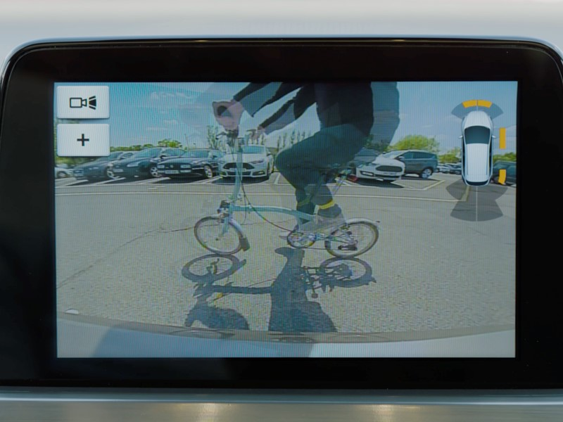 HATE REVERSING? THIS CAR SHOWS WHAT'S AROUND THE CORNER, CAN BRAKE FOR VEHICLES PASSING BEHIND