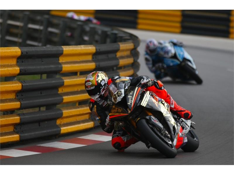 Hickman wins Macau Grand Prix on Dunlop tyres