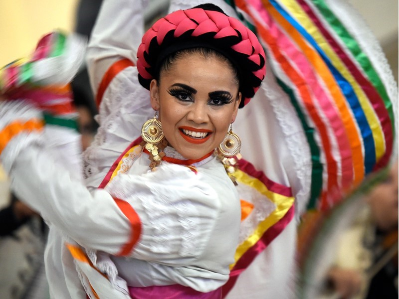 Celebrate Mexican Independence Day in Las Vegas with World-Renowned Entertainers, Fight Night, Ceremonies and More