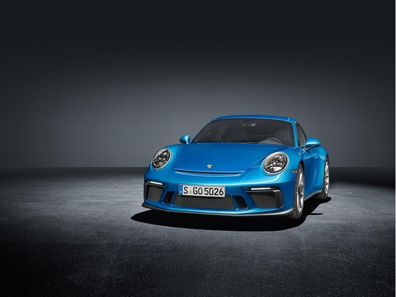 911 GT3 with Touring Package celebrates its world premiere at the IAA
