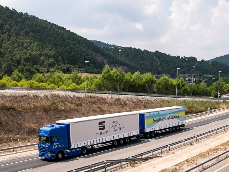SEAT and Grupo Sesé debut the duo trailer, the longest, most efficient truck driving on European roads