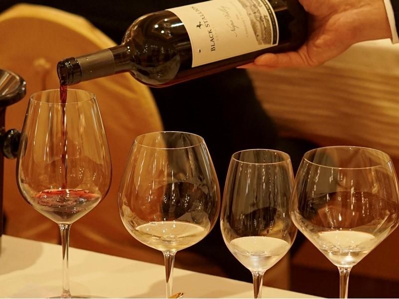 """Wynn Hosts First """"Pearl of Burgundy Gala Dinner"""" in Macau"""