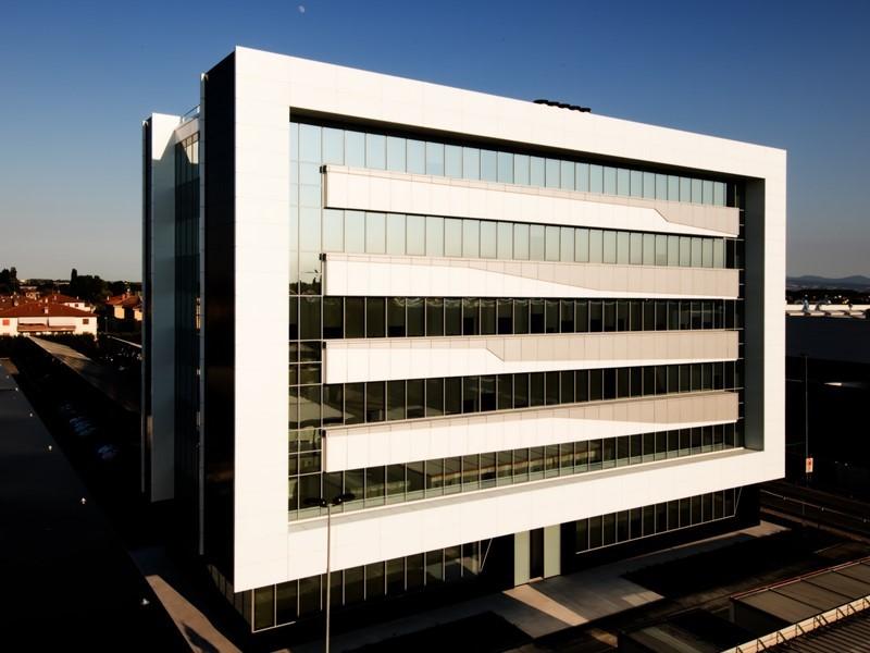 Automobili Lamborghini - vendite in crescita nei primi 6 mesi  Inaugurata una nuova palazzina uffici