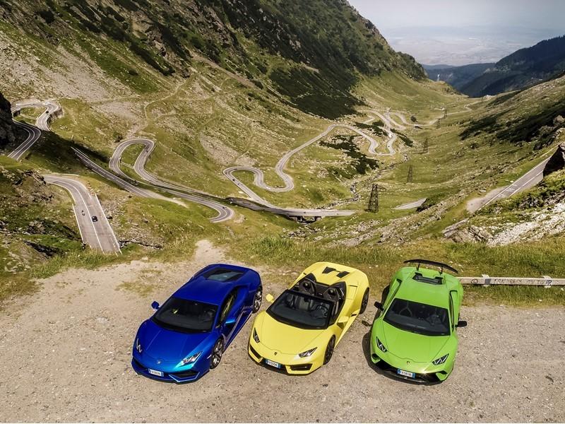 Sechs Lamborghini in Transsilvanien auf der Transfăgărășan,  eine der schönsten Strecken der Welt