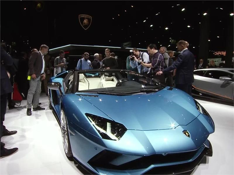 The new Aventador S Roadster: Breathtaking performance with open-air driving sophistication - New co
