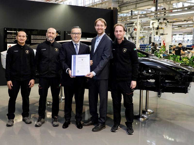 Automobili Lamborghini rinnova due certificazioni del TÜV