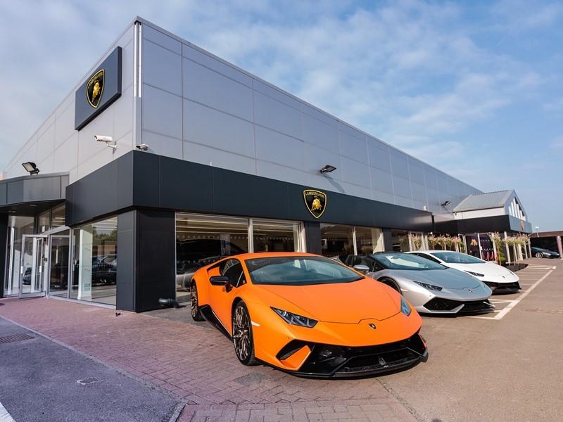 Automobili Lamborghini erweitert sein UK Händlernetz mit der Eröffnung von Lamborghini Chelmsford
