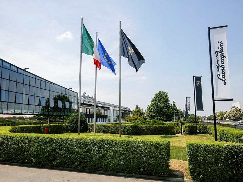 Automobili Lamborghini continua a crescere e registra un nuovo record di vendite nel primo semestre