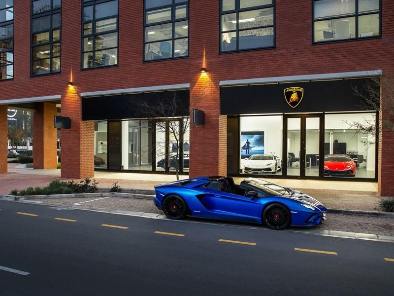 Automobili Lamborghini inaugura un nuovo show room a Città del Capo, Sud Africa