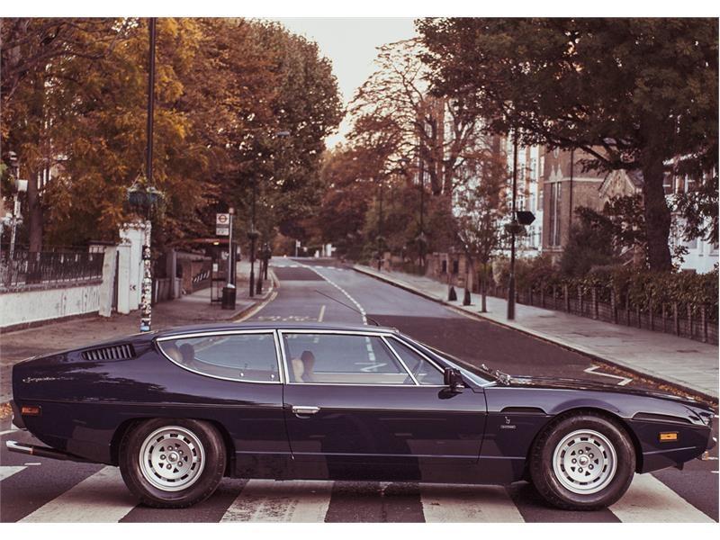 Lamborghini celebra i 50 anni dell'Espada a Londra al Royal Automobile Club e sulla mitica Abbey Roa