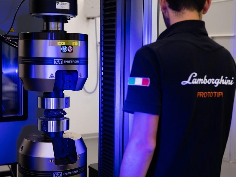 Automobili Lamborghini, prima casa automobilistica al mondo ad avviare ricerche su materiali in carb